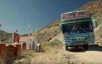 Di pinggiran jalanan pun ada banyak makam orang-orang yang meninggal saat naik bus melintasi Pegunungan Andes. Bagi Glorious, itu adalah bukti untuk mengingat bahayanya medan dan selalu ingat pada Tuhan (BBC)