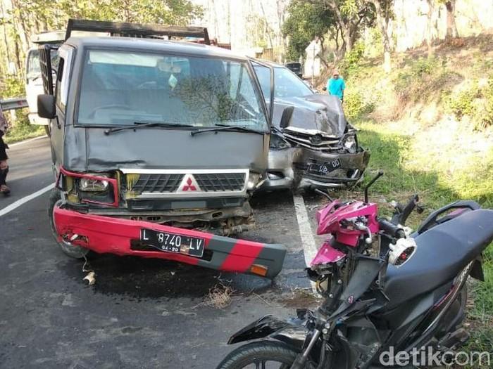Laka beruntun melibatkan 3 kendaraan di Jombang (Foto: Istimewa)