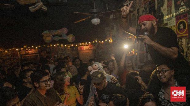 Mengukur Umur Karaoke Massal Milenial (FOKUS)