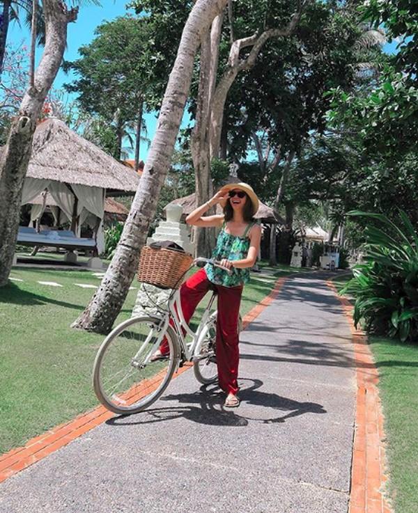 Sepertinya selama di Bali, dia menikmati liburan staycation-nya. Dia tidak terlalu banyak bepergian dan bersantai di kawasan hotel saja. (yukikt/Instagram)