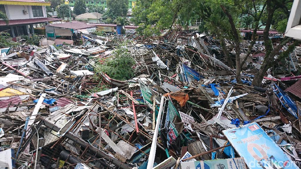 Coba Lihat! Sampah Penggusuran Menggunung di Kantor Satpol PP Medan