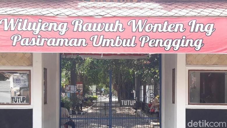 Hari ini masih tutup, Umbul Pengging Boyolali rencananya besok buka lagi. (Foto: Ragil Ajiyanto/detikcom)