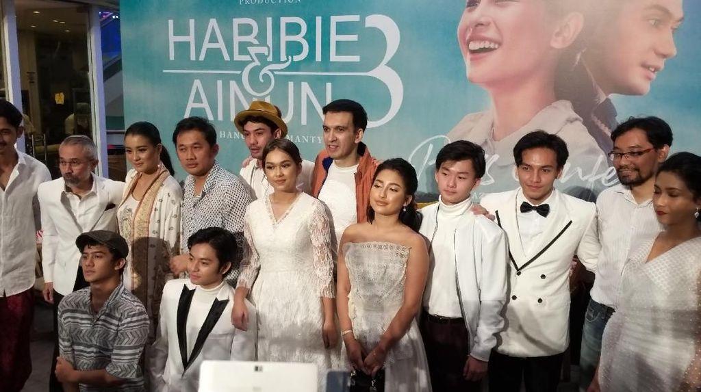 Jefri Nichol Hadir di Gala Premiere Habibie & Ainun 3