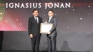 Jonan Sabet Penghargaan atas Dedikasi dan Kerja Kerasnya