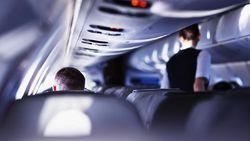 Ya Ampun! Pasangan Ini Mesum di Pesawat