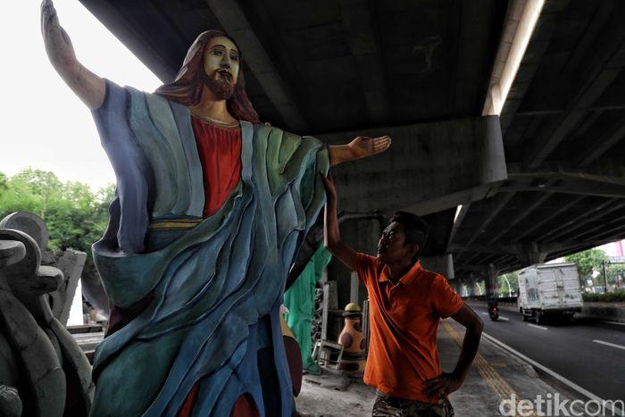 Begini penampakan salah satu patung Yesus di sentra pembuatan patung di Pulomas, Jakarta, Jumat (13/12/2019).
