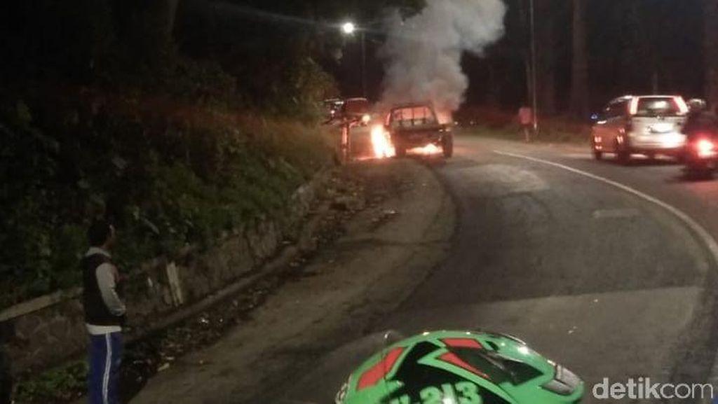 Pikap Terbakar di Gumitir, Jalur Jember- Banyuwangi Macet