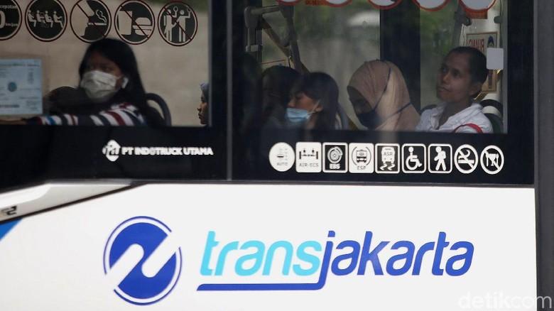 Ilustrasi TransJakarta, moda transportasi publik di Jakarta. (Foto: Agung Pambudhy)
