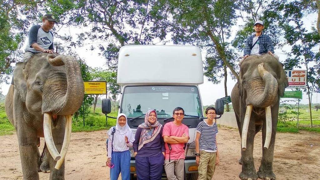 Pengalaman Masak Seru Keluarga Kusmajadi yang Keliling Indonesia Naik Truk