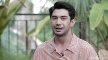 Syuting dengan Rambut Gondrong, Reza Rahadian Gatal-gatal
