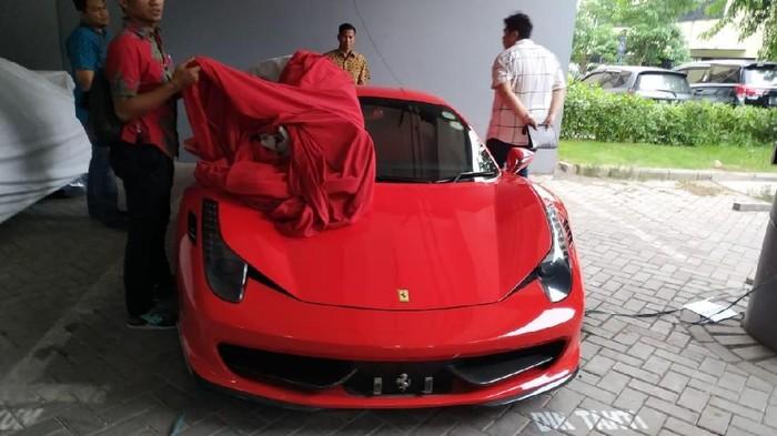 Mobil mewah yang disita Polda Jatim/Foto: Istimewa
