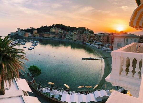 Tamaryn juga membagikan foto keindahan Sestri Levante, kota yang memiliki teluk dengan view cantik. (tamaryngreen/Instagram)