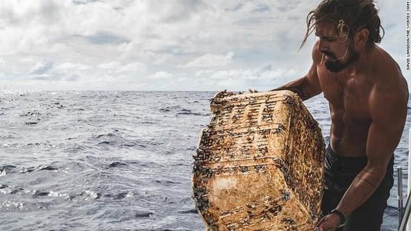 Great Pacific Garbage Patch dibatasi oleh gelombang besar. Itu merupakan arus samudera berputar yang menarik sampah ke arah pusat dan menjebaknya di sana, menciptakan pusaran sampah (Foto: CNN)