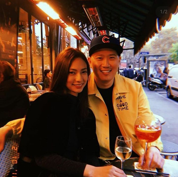 Ini pose mesra Nadia Saphira dengan Michael Mirdad saat menikmati segelas wine. Keduanya belum lama ini melangsungkan pernikahan di hotel mewah. Foto: Instagram @nadsap