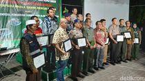 Tim Penyelamat Hiu Paus di PLTU Paiton dapat Penghargaan Kementerian LH