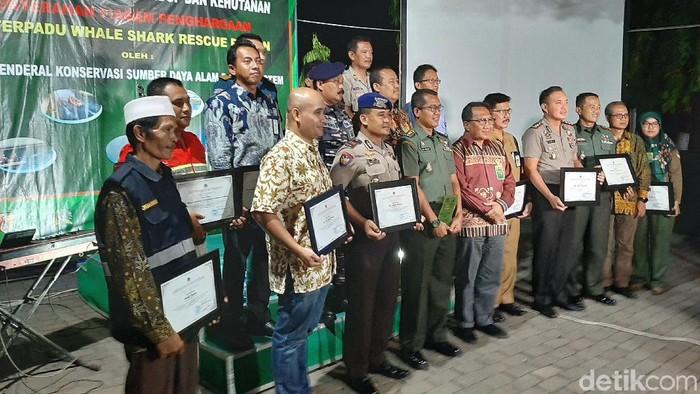 Pemberian piagam penghargaan oleh KLHK/Foto: M Rofiq