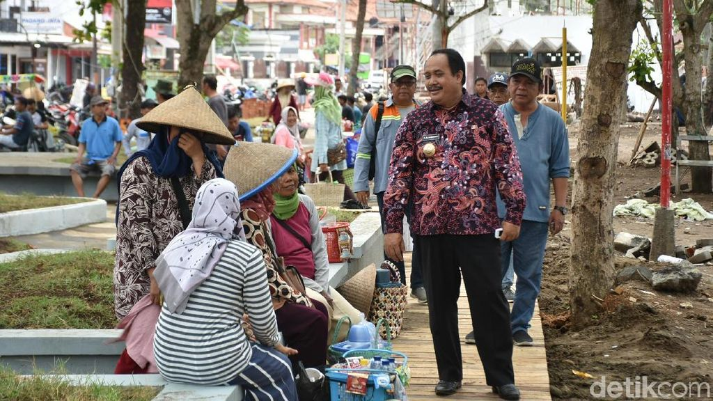 Genjot Pembangunan Wisata, Bupati Pangandaran Ngantor di Pantai