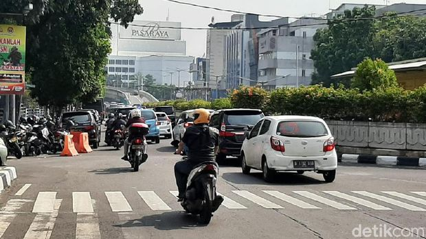 Kondisi lalin di Jl Sultan Hasanuddin dari arah Jl Pattimura terpantau padat