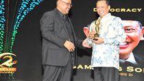 Bamsoet Raih Penghargaan Democracy Award