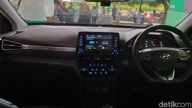 Hyundai Ioniq yang jadi taksi online grab