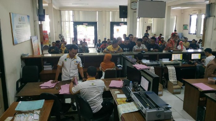 Suasana di tempat pembayaran pajak kendaraan di Tulungagung/Foto: Istimewa