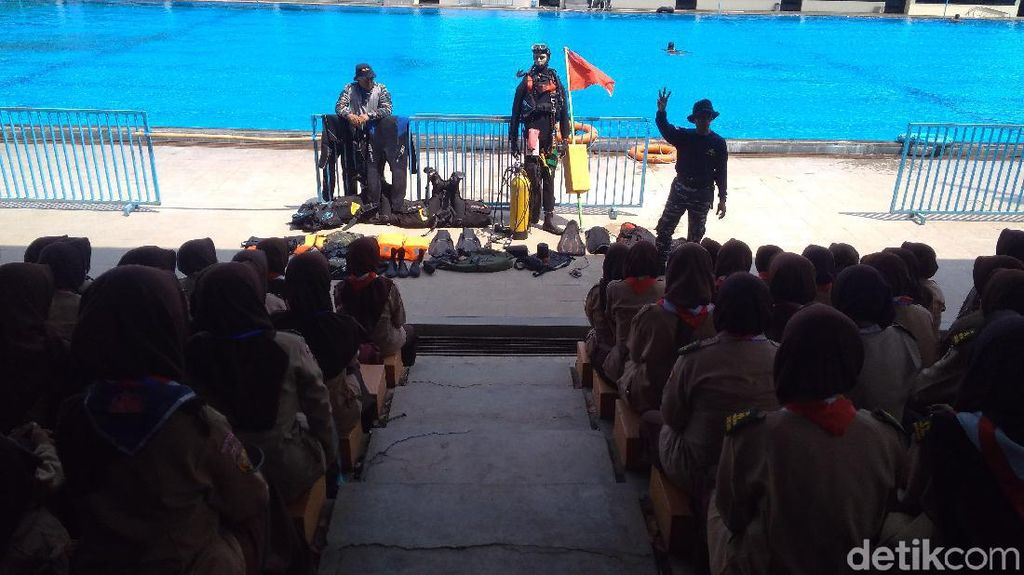 Pelatihan Bela Negara, Ratusan Anggota Pramuka Cirebon Belajar Menyelam