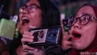 Riuh teriakan fans NCT Dream, NCTzen, pun sahut menyahut dengan musik yang berdentum dari atas panggung.