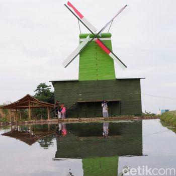 Kincir angin di Taman ADN Firdaus/