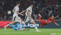 Madura United Kena Tiga Penalti, Rasiman: Laga Terburuk Dalam Hidupku
