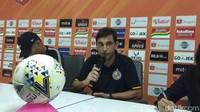 Pelatih Semen Padang Meminta Maaf ke Suporter Usai Timya Degradasi