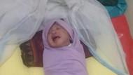 Warga Bekasi Temukan Bayi Hidup-hidup di Bak Sampah