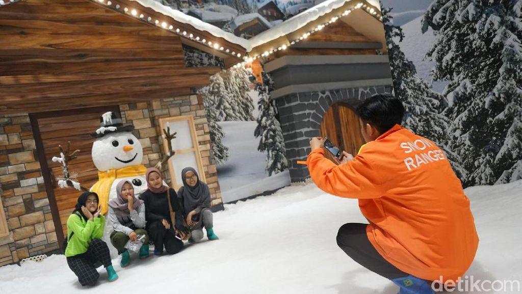 Mini Snow Jadi Wahana Favorit Para K-Popers di Trans Studio Cibubur