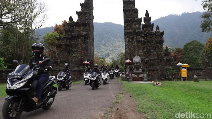 Touring hari pertama Honda PCX di Pulau Bali Denpasar menempuh total perjalanan sejauh 137 km. Di rute hari pertama, rem motor Honda PCX dipaksa bekerja keras.