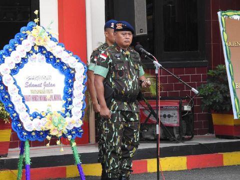 Kepala Kepolisian Daerah Sulawesi Tengah, Irjen Lukman Wahyu Hariyanto, memimpin upacara pemberangkatan jenazah Bharaka (Anumerta) Muhamad Saipul Muhdori.