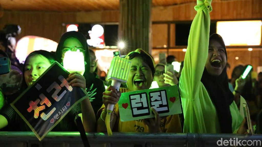 Perjuangan Kpopers Nonton Konser di Korea Sampai Sewa 3 Komputer di Warnet