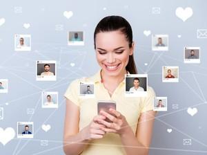 Kisah Manis Mereka yang Bertemu Jodoh Lewat Aplikasi Online