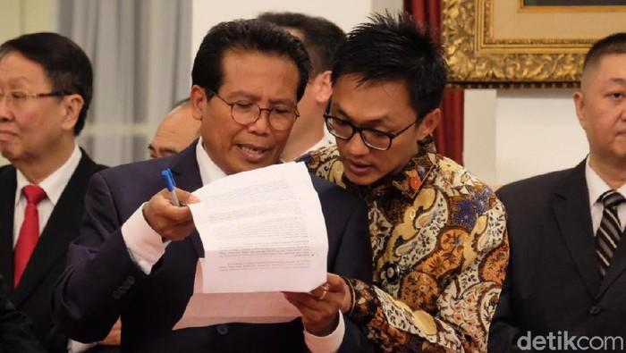 Foto: Aminuddin Maruf (berbatik) (Andhika Prasetia/detikcom)