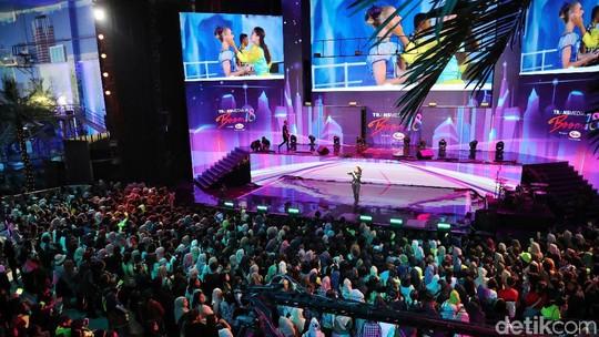 Wow! Aksi JKT48 Buka HUT Transmedia