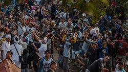 Tradisi Perang Topat antara Umat Islam dan Hindu di Lombok