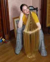 April Rapunzel tolak tawaran puluhan juta rupiah untuk memotong rambutnya