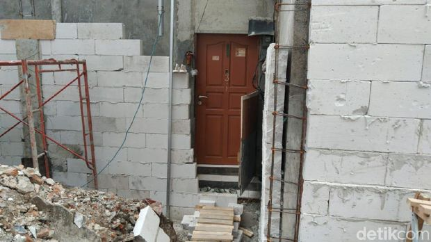 Rumah warga di Sawah besar terisolasi proyek perusahaan.