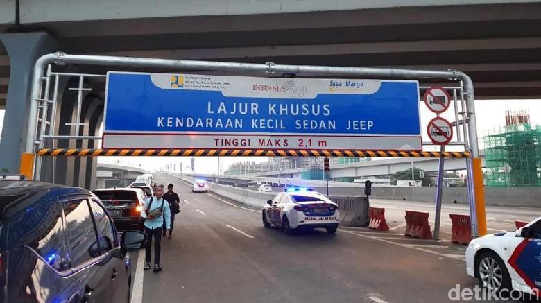 Tol Jakarta-Cikampek II (Elevated) atau Tol Layang Japek resmi dibuka pagi ini. Untuk sementara, tol ini tidak bertarif alias gratis. Seperti apa kondisinya?