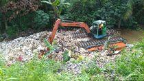 Singkirkan Tumpukan Sampah di Kalibaru, Pemkab Bogor Kerahkan 2 Ekskavator