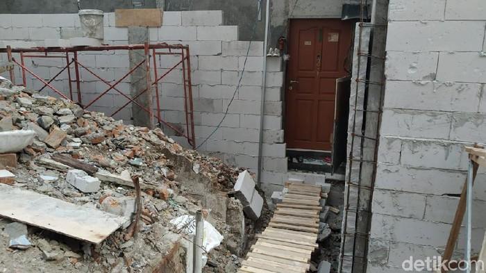 Rumah warga di Sawah besar terisolasi proyek perusahaan. (Foto: Wilda/detikcom)