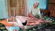 So Sweet! Kakek-Nenek Romantis di KA Prameks: Mesra di Mana Pun