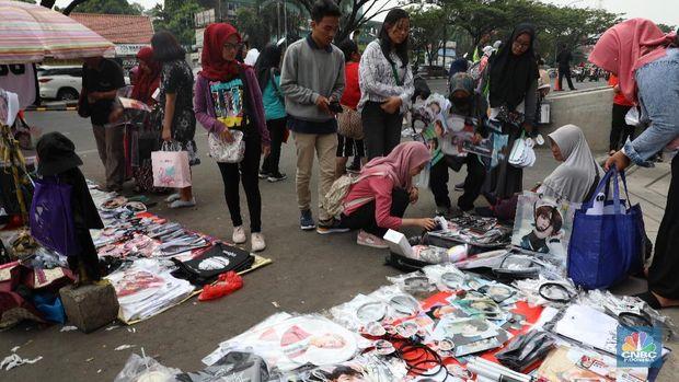 Fans Borong Merchandise EXO Sebelum Nonton HUT Transmedia