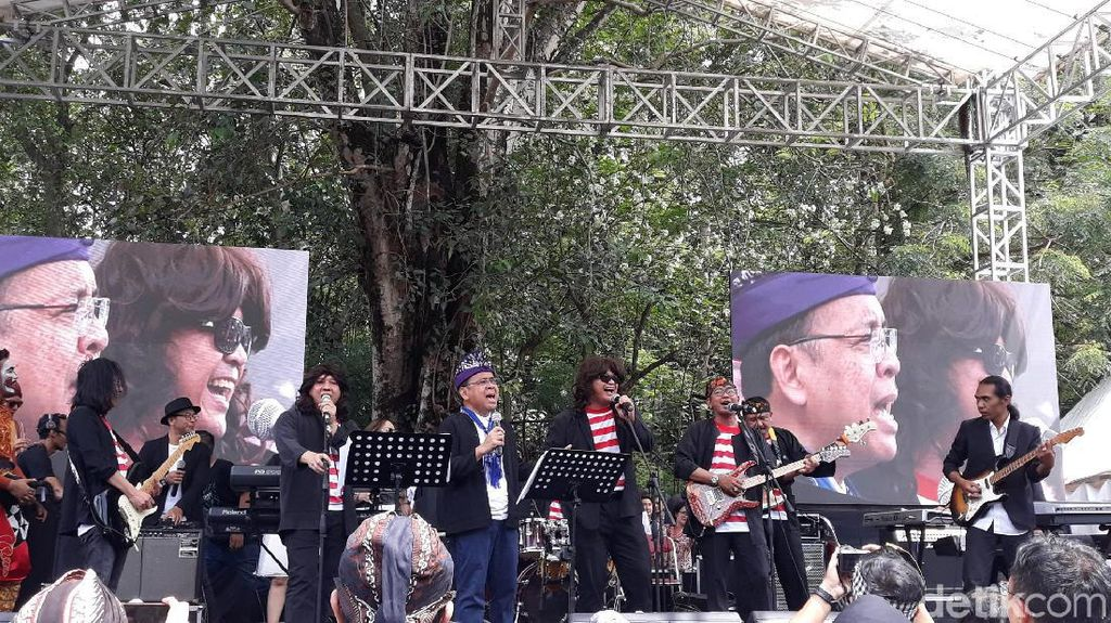 Keren! Elek Yo Band dan Abdee Slank Unjuk Gigi di Nitilaku UGM