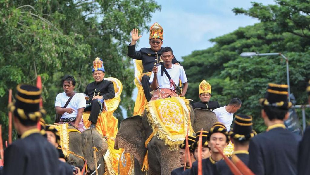 Walkot Aminullah Dongkrak Pariwisata Lewat Karnaval Gajah Banda Aceh