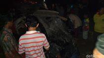 1 Keluarga Selamatkan Diri Sebelum Mobil yang Ditumpangi Tertabrak Kereta