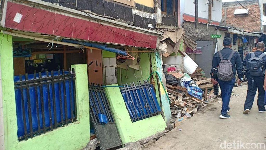Dua Rumah di Matraman Jaktim Ambruk Diduga Gegara Proyek Saluran Air